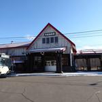 オーチャードグラス - 店は丸ごとそのまま駅舎である