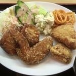 やまと屋米食堂 - 大ちゃん最強からあげ定食のからあげ(もも2個、むね2個、手羽先1個)