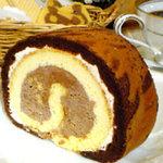 レストラン アガピー - ショコラロールケーキ¥390一番人気のアガピーオリジナルケーキです☆