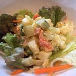 あるとれたんと - パスタランチのサラダ。角切り野菜が食感良し!
