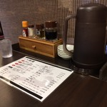 らー麺 潮騒 - テーブル上