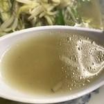 三幸苑 - 【2016.11.24】塩味にニンニクの風味を効かせたパワフルなスープ。