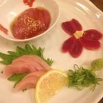 九州郷土料理・炭火やきとり かしわ舎 - 朝びき鶏刺身580円ウマー\(^o^)/