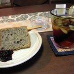 うさぎ家 - 日替わりのコーヒーと追加注文(200円)のケーキ