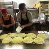 吉甲 - 料理写真:オーダーを受け、どんどん焼くオジサン