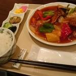 山紫 - 白身魚と野菜の甘酢あんかけ