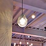 ケーキ パスタ&バール いすずカフェ - ガラス製のランプ。 手作りの吹きガラスだったら尚素敵だな〜☆