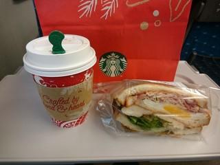スターバックス・コーヒー  JR東海 新大阪駅新幹線ラチ内店 - 真っ赤なクリスマス仕様
