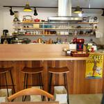 カフェ イコイ - 奥にカウンター