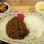 カフェ イコイ - ひき肉たっぷりカレーセット1000円。コクがあり美味しいです
