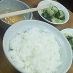 芦池更科 - めし中と生卵、漬け物
