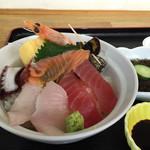 ごはん屋 海 - 料理写真:海鮮丼