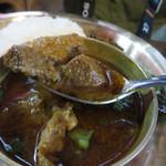 ナングロガル - カレーは、チキンかマトンを選べます。 これはマトンです。 羊の風味が強い骨付マトン肉。