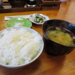 とんかつ ひやま - ご飯に味噌汁、香の物。」