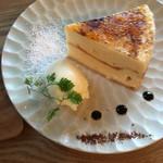 59328319 - チーズケーキシブースト仕立税込500円♤キャラメリゼ美味い(^^)♡