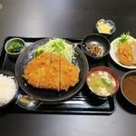 とんかつ 酒菜 くら - ロースかつ定食150g1,300円+メンチカツ300円+カレールー110円