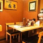 糸末 - 店内(テーブル席)