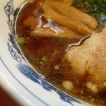松ちゃんらうめん - スープの表情 薄めだが旨味たっぷり
