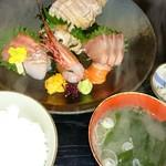 大関 - ご飯、お味噌汁、香の物が付きます。