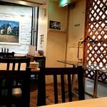 Grill&Dining VALET. - 螺旋階段から射し込む光で、意外に明るい店内