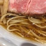 59339077 - 麺は全粒粉をブレンド?                       スープは丁寧にとられたトリ出汁ベース