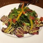 Charcoal Dining るもん - 赤ワインでマリネしたマグロのサラダアボカドソース