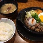 びっくりドンキー - 料理写真:牛鍋風鬼おろしバーグ、みそ汁とご飯セット