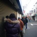 石田屋 - 開店1時間前で既にこの行列!!