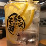 ちょい飲み酒場 酔っ手羽食堂 - 北千住レモンサワー590円