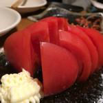 ちょい飲み酒場 酔っ手羽食堂 - 美味しい冷やしトマト390円