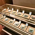 59341737 - 和菓子のショーケース