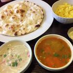 Mehak - Bランチ(野菜の白カレーと辛口カレー)