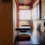 腰越食堂 - 板の間の小上がりは落ち着きそう