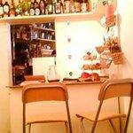 カフェ バンダ - レジの奥がキッチン