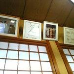 田麦そば - 芸能人のサインもあります