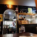 HAIROLE - 店内と厨房