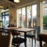 カフェ ルオント - 店内は明るいです