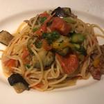 ラ クレアトゥーラ - サルシッチャと青唐辛子と季節の野菜のペペロンチーノ