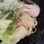 ばくだん屋 - 細麺