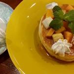 青山コーヒー舎 - コーヒー+パンケーキセット(¥700)