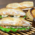 モンドール - サンドイッチ2種と、人気No1とNo2
