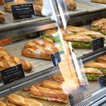 モンドール - ハード系パンで作られたサンドイッチがずらり
