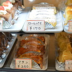 喫茶 マロン - ケーキが並ぶ冷蔵ケース