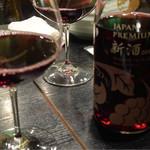 代々木 今半 - 新酒の赤ワインボトル