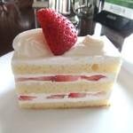 59366297 - アフタヌーンセットのショートケーキ
