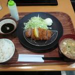 蓮田サービスエリア(下り線)レストラン - ヒレカツ定食1200円 豚汁が美味しかった