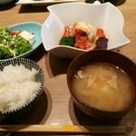 ヴィネスパ 湯楽 - 和牛と国産豚の煮込みハンバーグ 1680円
