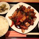 四川創作料理 凜 - ライス150円でスープやザーサイ付き