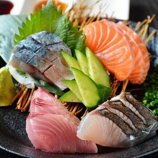 厳選素材の炭火焼と長浜市場仕入れの鮮魚が自慢!