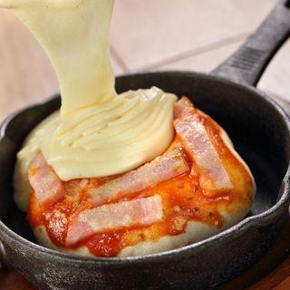 チーズまみれのPIZZA~迫力満点のチーズがけ~